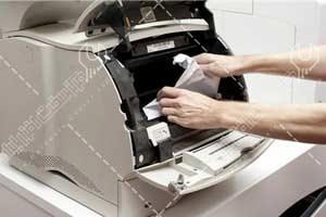کاغذ در دستگاه کپی گیر می کند